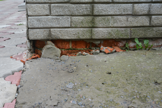 Gresham Foundation Repair that has damaged bricks
