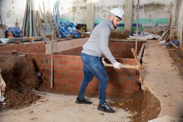 Gresham worker doing foundation repair